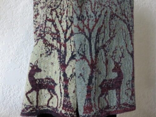 Shawl hand knitted by Wollmuschi. Sample for pdf knitting pattern named bambi.
